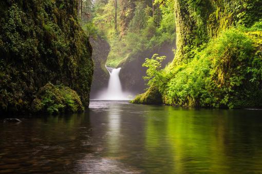 Eagle Creek Punchbowl Falls