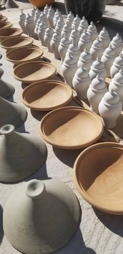 Tajines, bowls and urns waiting the next step
